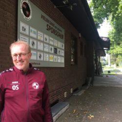 Oliver Stork vor dem Duvenstedter SV