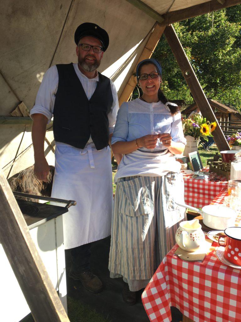 Marco und Anja beim Marmeladekochen im Museumsdorf Volksdorf