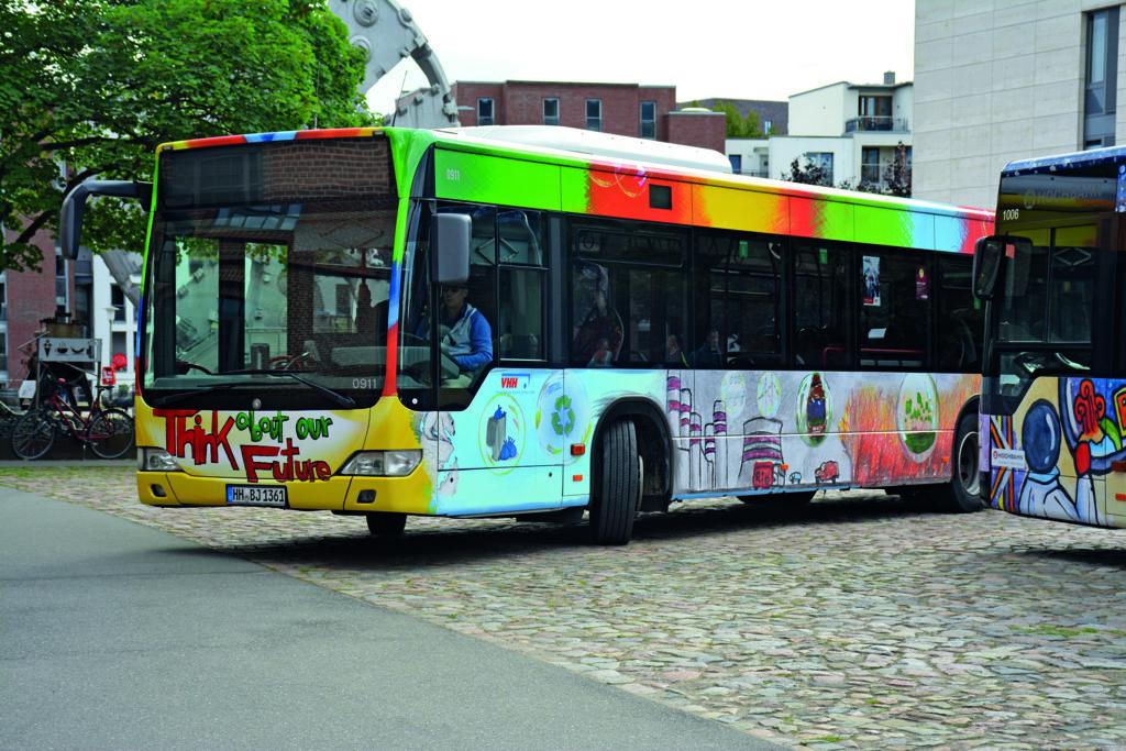 Der HVV-Bus wurde nach Entwürfen der Stadtteilschule Bergstedt gestaltet