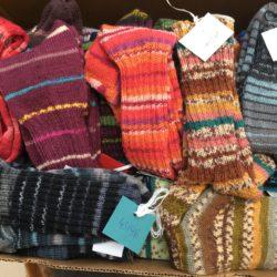 Gestrickte Wollsocken aus Ammersbek für Obdachlose