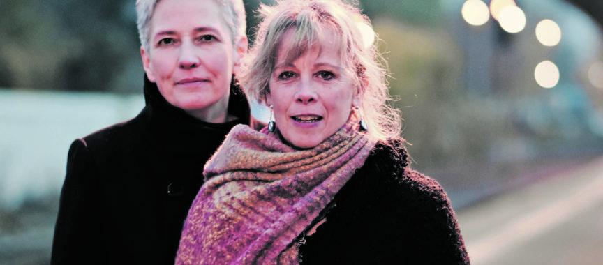 Annett Kuhr und Sue Sheehan - zwei Poetinnen auf einer Bühne in der Kate