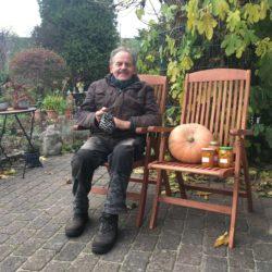 Baldur Müggenburg in seinem Garten