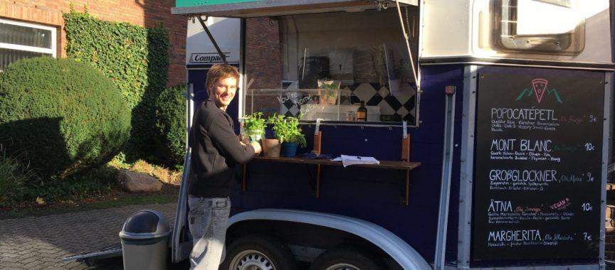 Christopher Ammann vor seinem Stand ChrissKrossPizza in Volksdorf