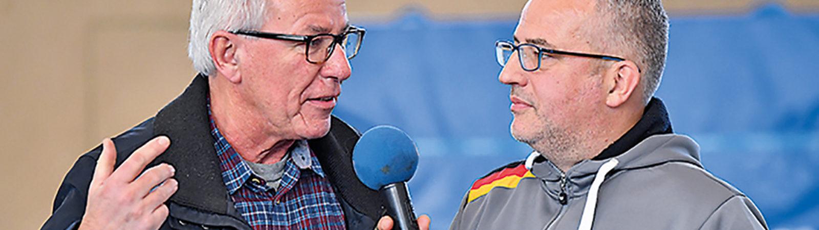 Joachim Sorgenfrey, Präsident des SC Poppenbüttel, im Gespräch mit unserem Sport-Redakteur Sebastian Conrad (l.)