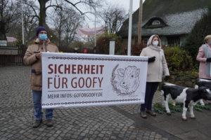 Mahnwache für Goofy vor dem Museumsdorf