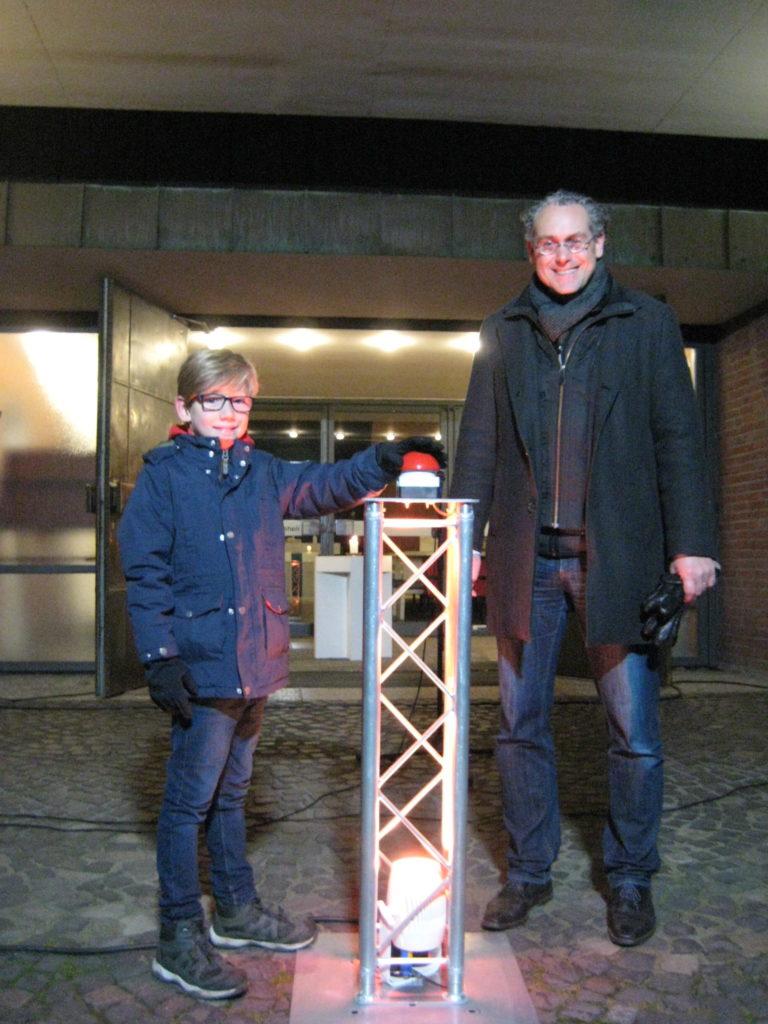 Hoffnungsleuchten Ole Röthemeyer aus Sasel und Meteorologe Frank Böttcher