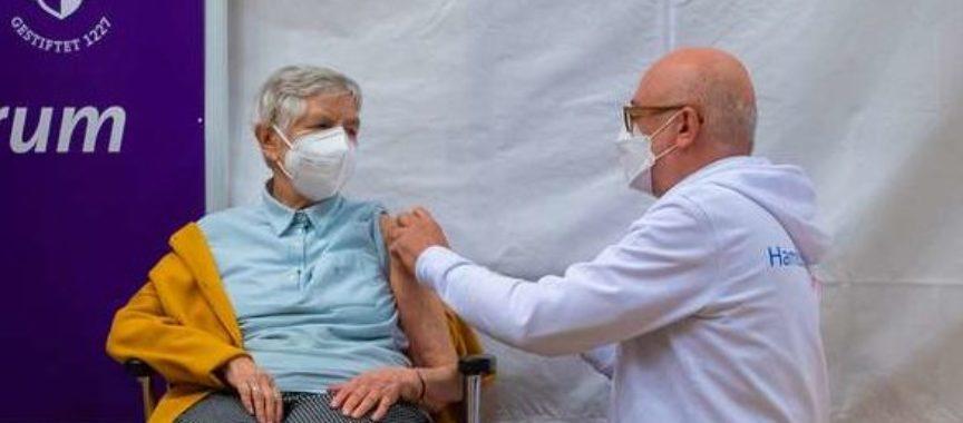 Corona Impfstart in Hamburg im Hospital zum Heiligen Geist in Poppenbüttel