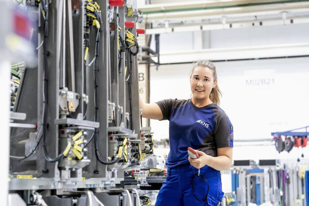 Mona Oldenburg ist Mechatronikerin bei KHS in Meindorf