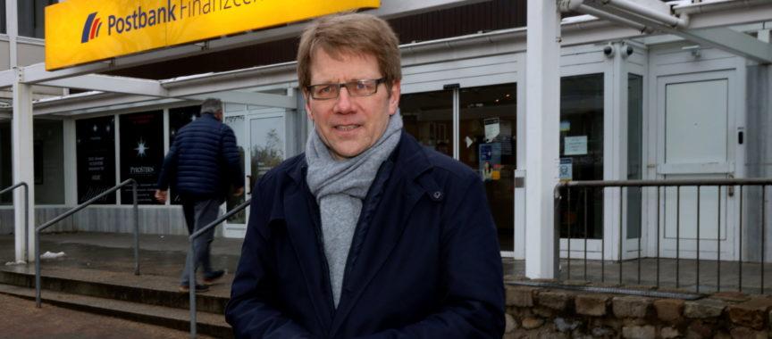 Thilo Kleibauer von der CDU beim Ortstermin in Volksdorf