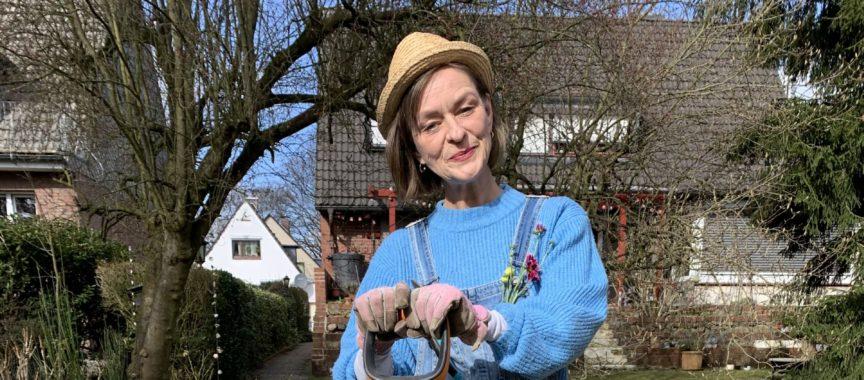 Anja Krenz als Garten-Azubi(e)ne