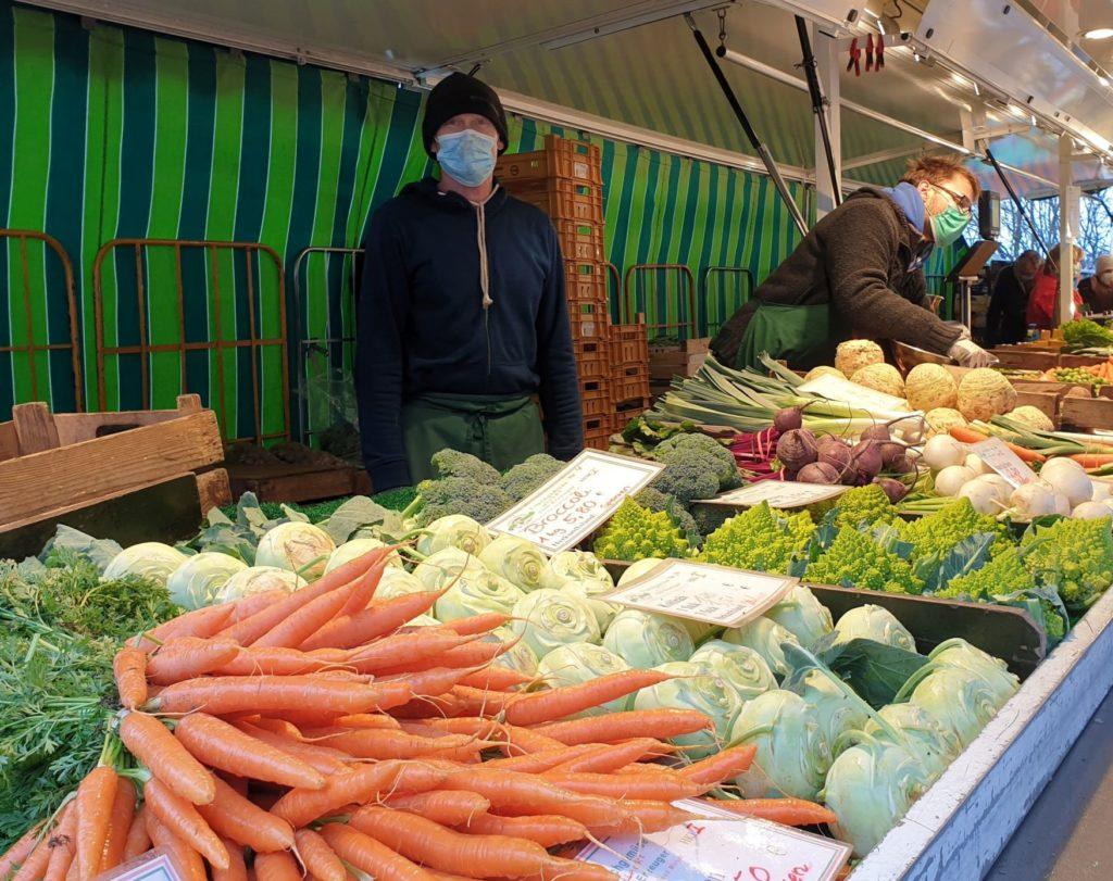 Gemüsestand auf dem Marktplatz in Volksdorf