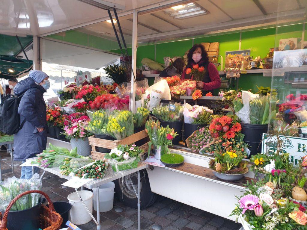 Bärbels Blumenkiste auf dem Marktplatz in Volksdorf