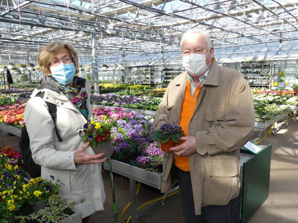 Kunden in der Gärtnerei Piepereit
