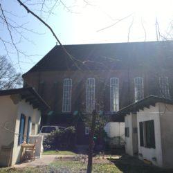 Kirchenkate hinter der Rockenhofkirche in Volksdorf