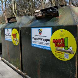 Papiercontainer der Müllabfuhr haben neue Aufkleber