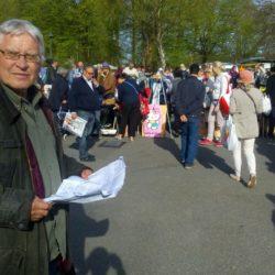 Siegfried Stockhecke ist in Volksdorf eine Institution. Sein Volksmarkt ist seit 40 Jahren ein beliebter Treffpunkt. Ob er am 13. Juni starten kann - noch offen. Am Samstag wird erstmal der neue Platz gefeiert