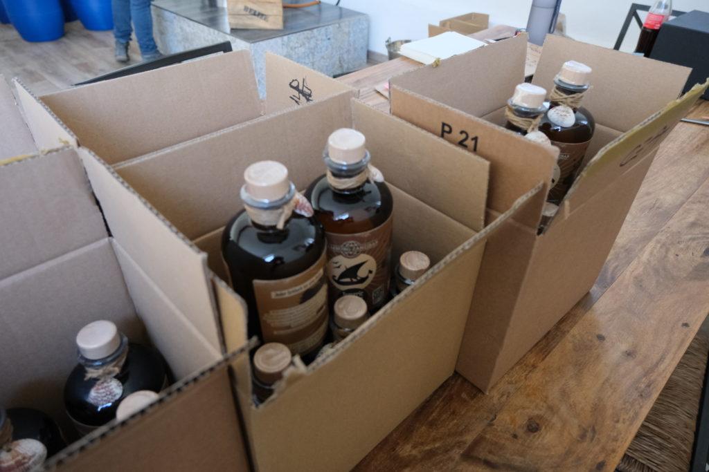 Gin, im Karton verpackt