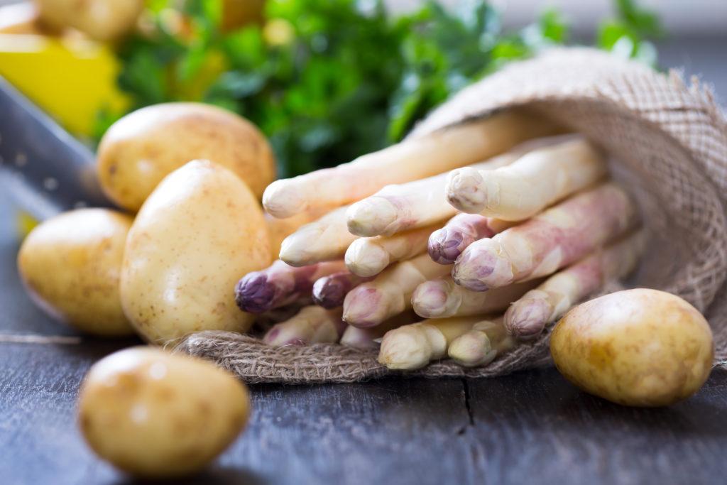 Spargel und Kartoffeln gehören zusammen