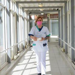 Liebt ihren Beruf und ist mit Herz und Seele dabei: Pflegefachfrau Nicole Baer. Foto: Burmester