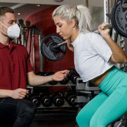 Training mit Gewichten im Royal Sports Spirit