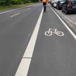 Veloroute 6, Fahrradstreifen in Dulsberg