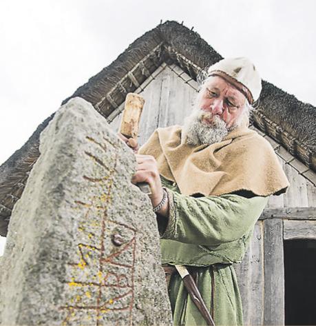 Wickinger behaut Stein, Wickingerdorf Haithabu