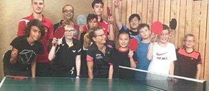 Tischtennis Gruppe SC Poppenbüttel mit Jugendleiterin Claudia Mählhop