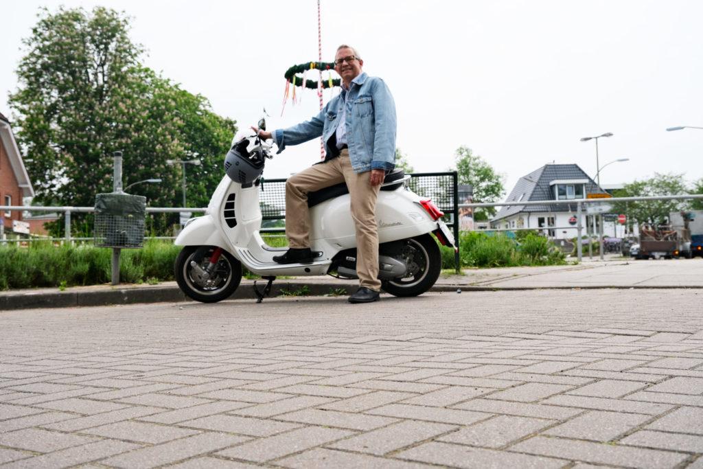 Marius Leweke auf der Vespa unterwegs in Duvenstedt