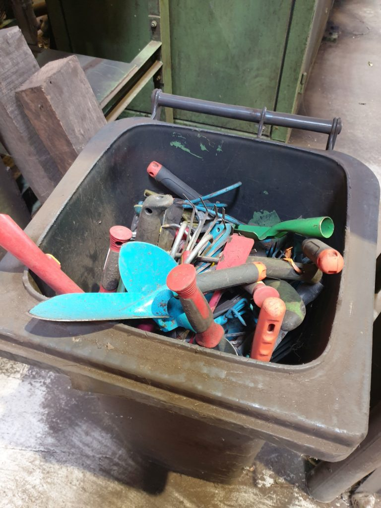 Bützberg_Gartengeräte gefunden im Biomüll