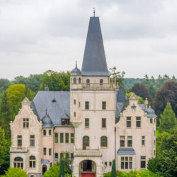 schloss-tremsbüttel-front-500x600
