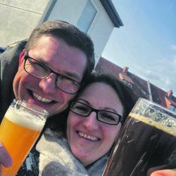 Thorsten und Yvonne beim Trinken