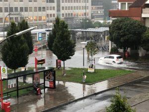 Überschwemmung am Stormarnplatz in Poppenbüttel