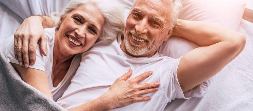 Senioren im Bett